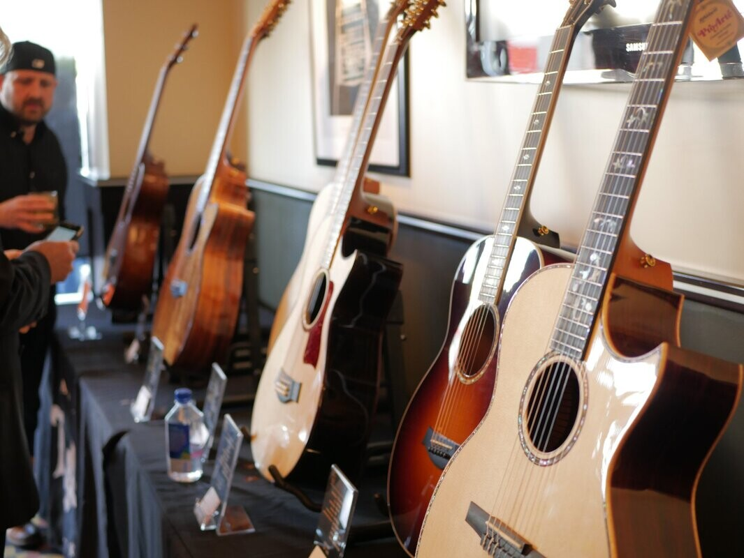 Some photos of some very fine looking Taylor guitars